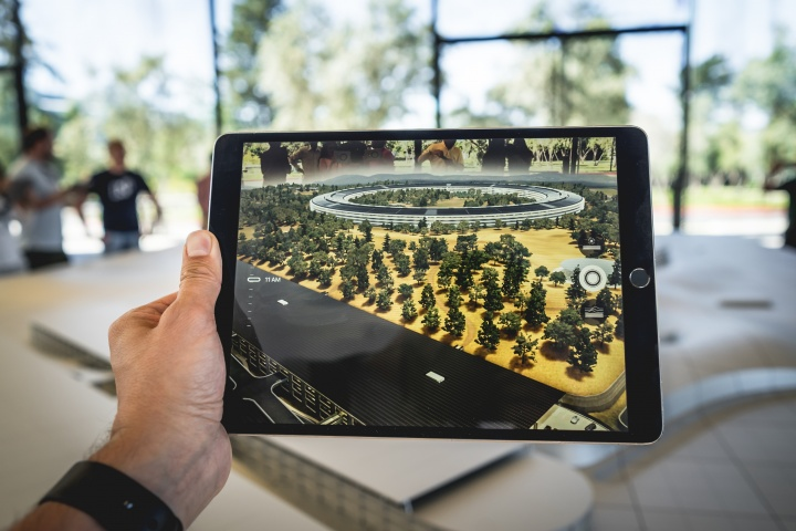 How Augmented Reality is Revolutionizing B2B Sales